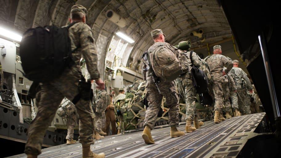 us-troops-leave-iraq-cs_vm6uuj