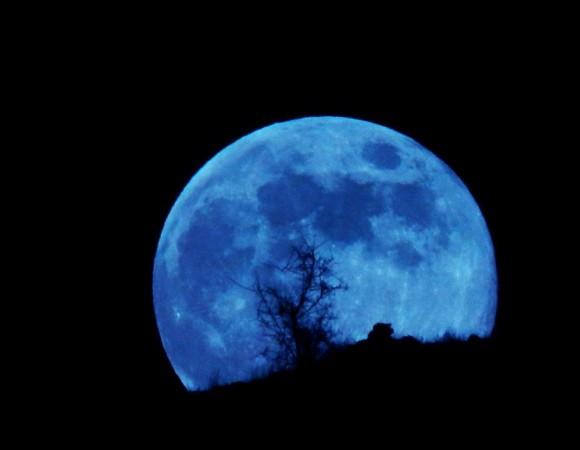 moon_8-31-2012_Priya_Kumar_Muscat_Masqat_Oman-e1346499658830